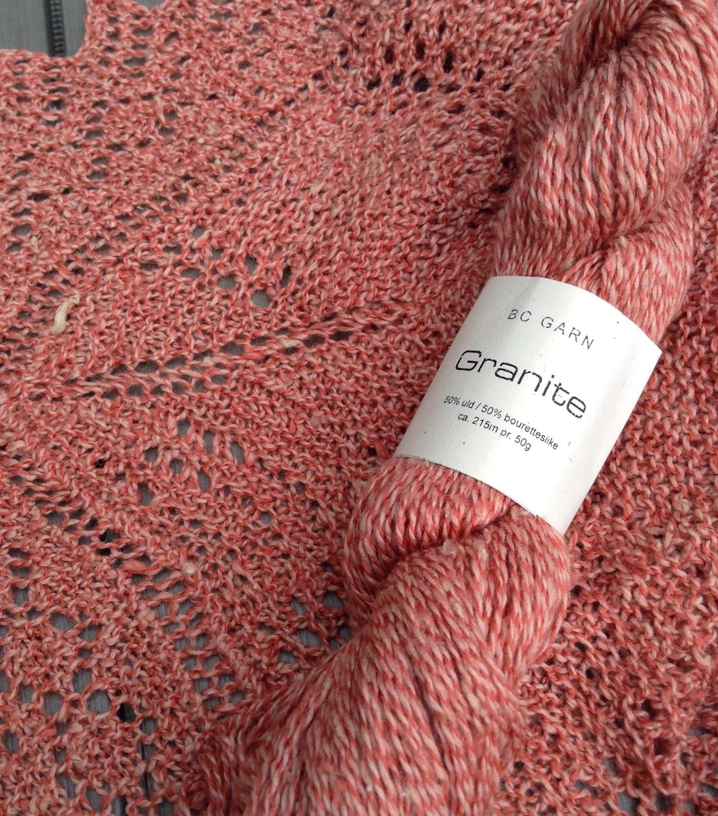lyserødt sjal og garn