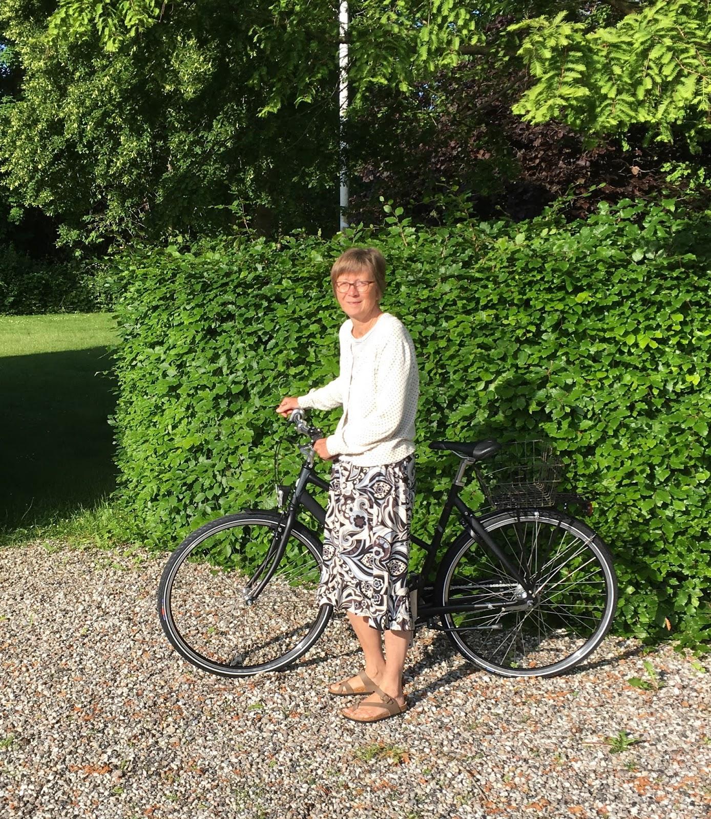 jette cykel udenfor